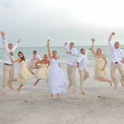 beach wedding attire | weddinggawker