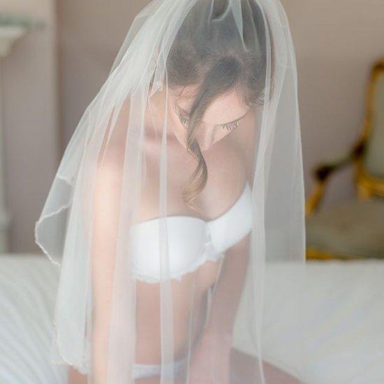 bridal lingerie photo ideas | weddinggawker