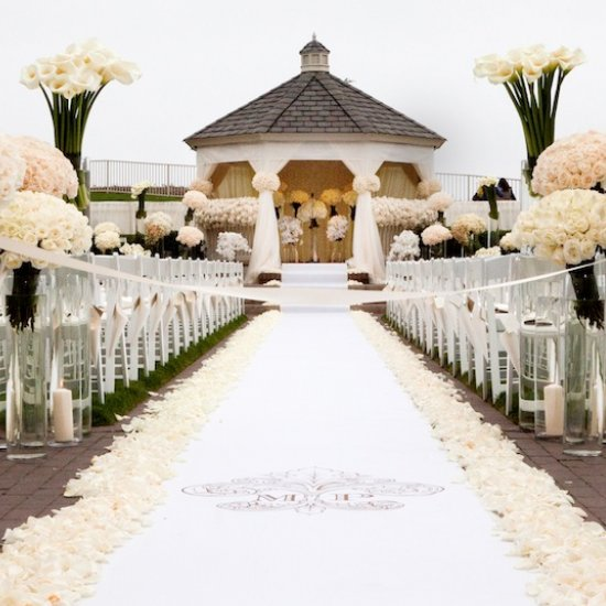 10 Personalized Aisle Runner Ideas Weddinggawker